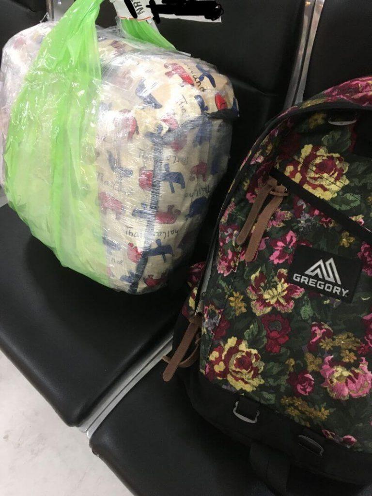 グレゴリーのバックパックとタイのバッグ