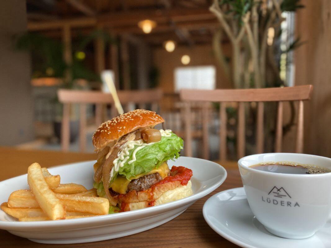 仙石原のカフェルデラ(LuDERA)ハンバーガー