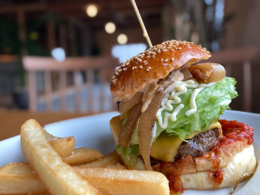 仙石原のカフェ ルデラ(LuDERA)ハンバーガー
